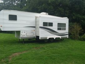 American slide out caravan available near Bath in private field with fishing. - Cover Image