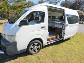 7 Seater Toyota Commuter Bus Campervan