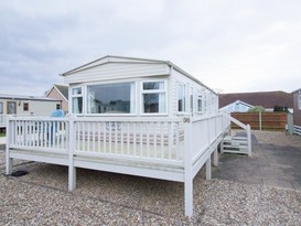 10098 Bure Village area, 2 Bed, 4 Berth. D/g & C/H Quiet area of park. Emerald rated.