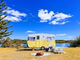 Sandy the Vintage Viscount Caravan