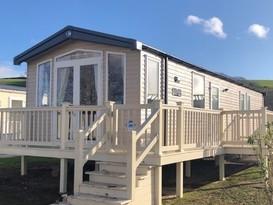 Exclusive 3 bedroomed caravan with decking for 8