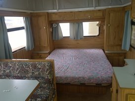 Cosy couple's caravan - Image #4