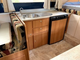 Daisy Dove - 5 berth, easy to tow, battery & solar, loaded with extras - Image #4