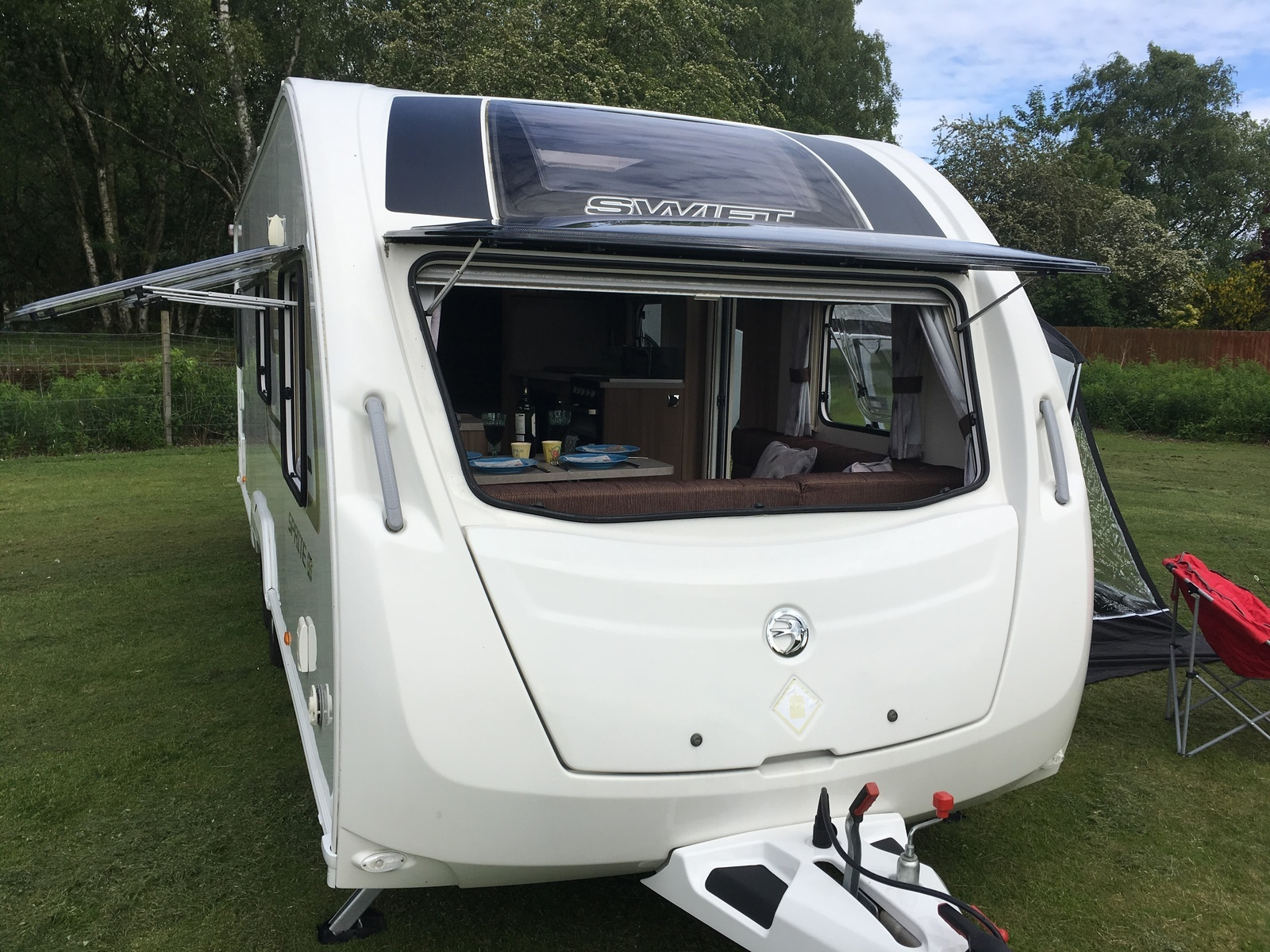 Caravan For Hire In Dunkeld From 163 70 0 6 Berth Immaculate