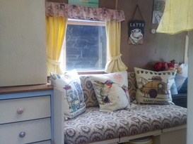 Pretty Vintage Caravan in peaceful, private setting - Image #8