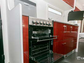 Great large caravan for couples that need that extra space and luxury - Image #8