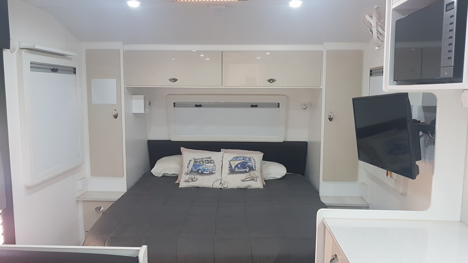 Caravan For Hire In Birkdale Qld From 100 0 Frankie The