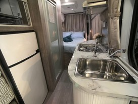 CURRENT SPECIAL - 5 Star COUPLES RETREAT Motorhome - Brisbane - Image #2
