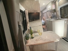CURRENT SPECIAL - 5 Star COUPLES RETREAT Motorhome - Brisbane - Image #8