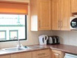 Pet Friendly Comfort 2 Bedroom Caravan - Image #8