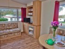 Pet Friendly Comfort 2 Bedroom Caravan - Image #9