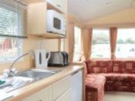 Pet Friendly Original 3 Bedroom Caravan - Image #7